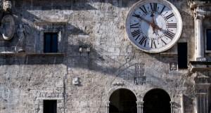 Palazzo dei Capitani, Piazza del Popolo