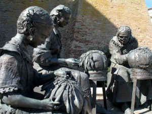Monumento alle Merlettaie, Offida.